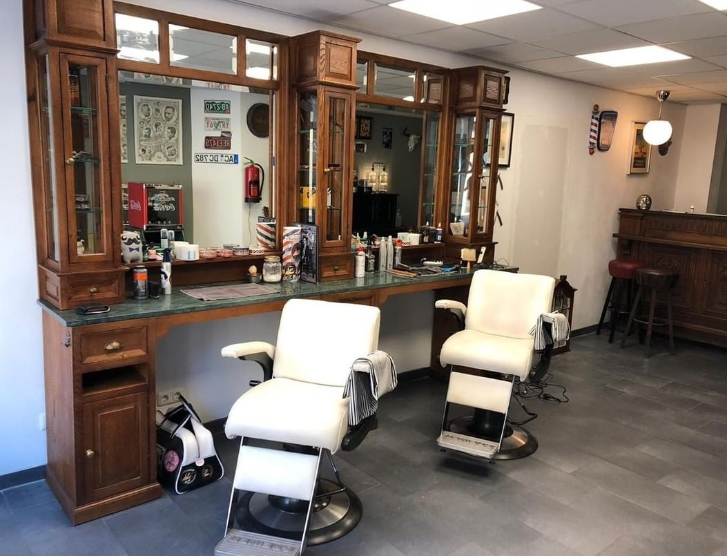 Barberunit Classic teak with green marble and barberchairs   Barberfurniture   Crafted with pride   Barbershop interior   Barberstation   Barber workstations   Solid wood