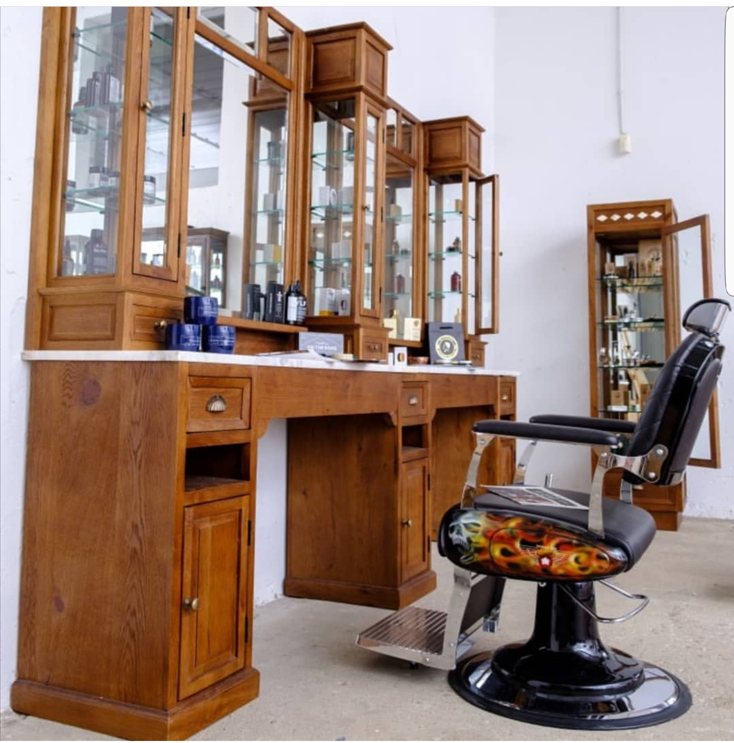 Solid wood barber furniture   Oak wood barberstations made from only the finest materials   Worldwide delivery   Handmade barbersfurniture   Salon furniture   Oldschool barberunits