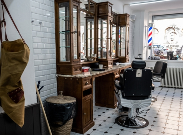 Classic barbershop interior | Barber furniture made from only the finest materials | High quality solid barber furniture | Worldwide delivery | Salon furniture