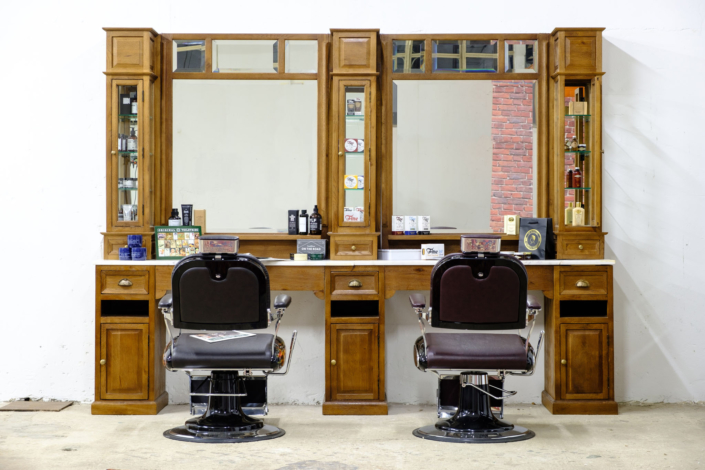 Barberunit | Barberfurniture | Barbershop interior | Worldwide delivery | Classic barberstations