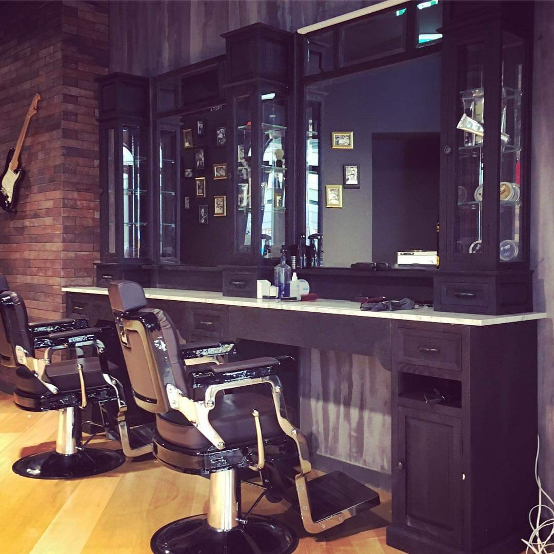 Classic black barberunit   Barber furniture black   Extandable or stand alone workstation   Classic barber furniture   Worldwide delivery possible   Crafted with pride