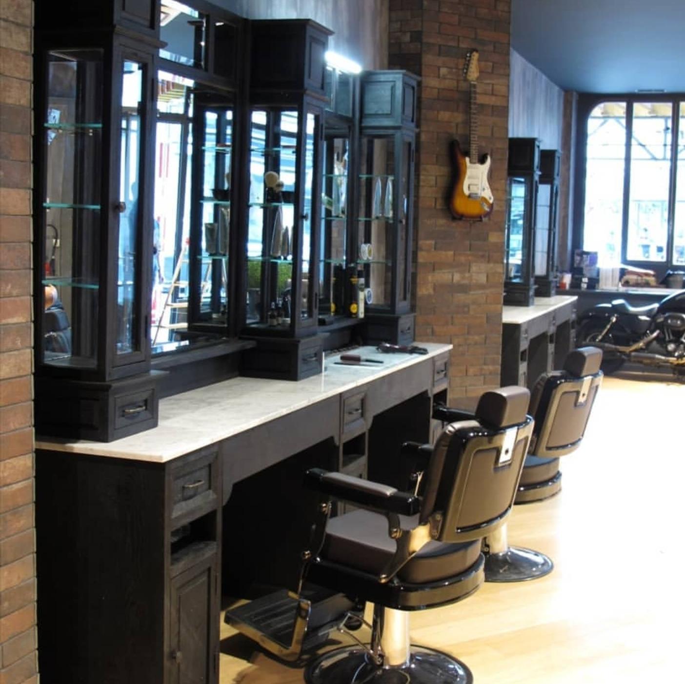 Classic black barber units   Black barber chair   Barbershop interior   Oldschool   Barberchairs heavy duty